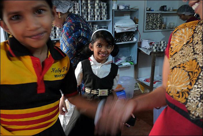 Mothakkara: Mira und Menakshi, die Töchter von Remya, der Schokoladenfrau