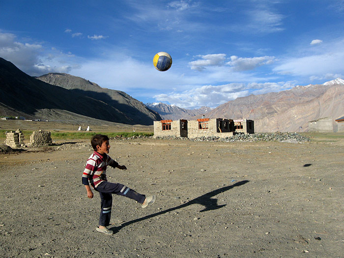 Kamerakidz - Stanzin Dawood - Fußballjunge in Youlang