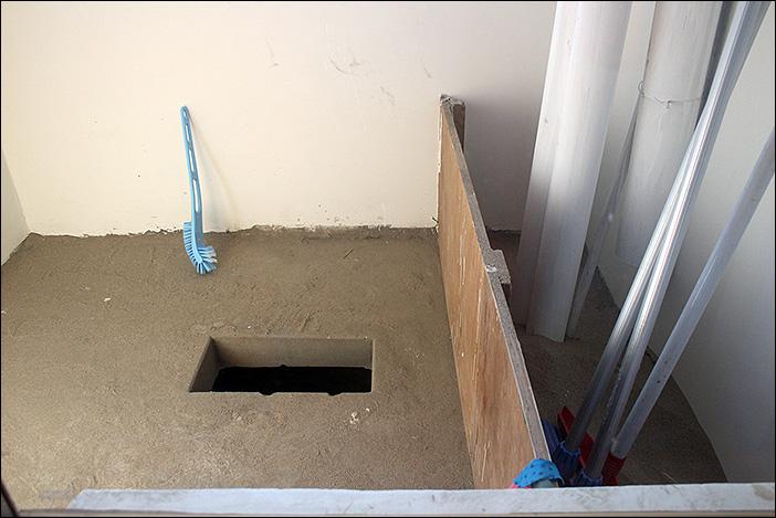 Trockenklo auf öffentlicher Toilette in Leh