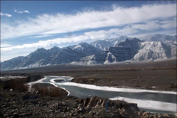 Wolken-Berge-Sandwüste-Indus