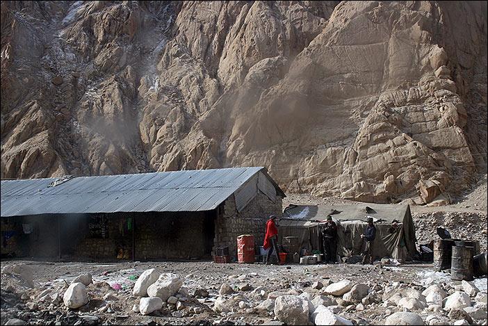 Arbeiter im Rong Gebiet