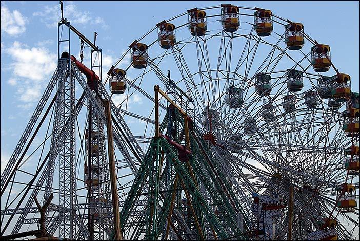 Riesenräder auf Baneshwar Fair