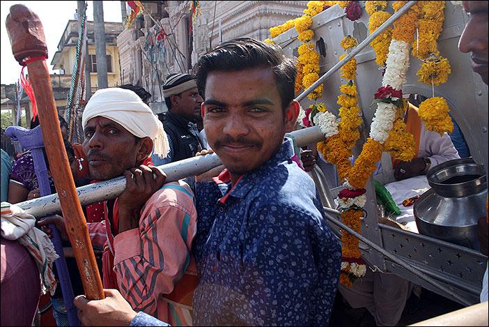 Gottheit tragen auf Baneshwar Fair
