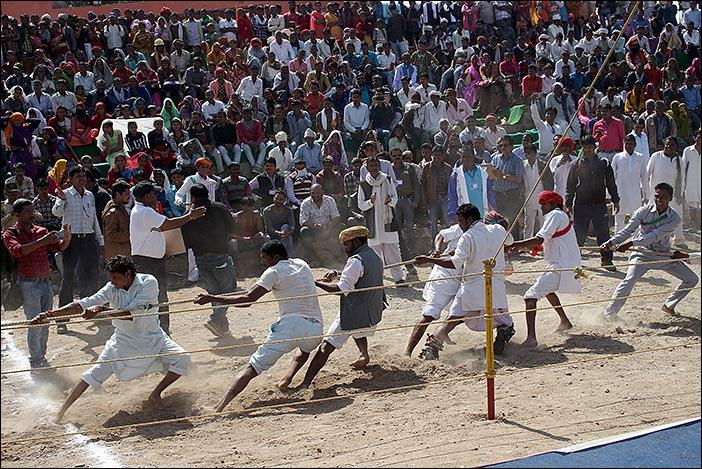 Tauziehen bei Baneshwar Fair
