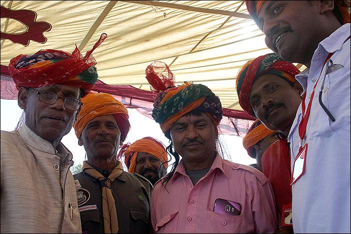 Turbanwickelwettbewerb auf Baneshwar Fair