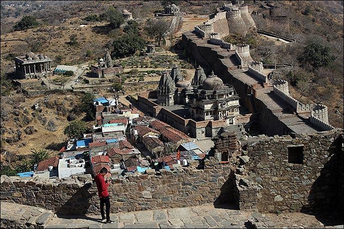 Blick auf Wohnhäuser im Kumbalgarh Fort
