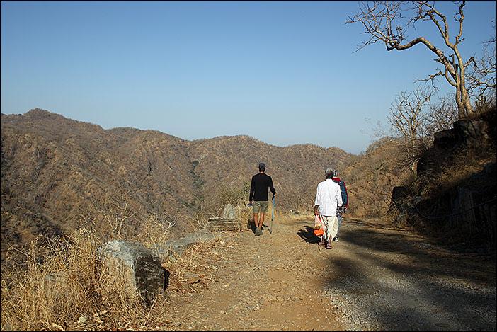 Wandernde im Naturpark Kumbalgarh