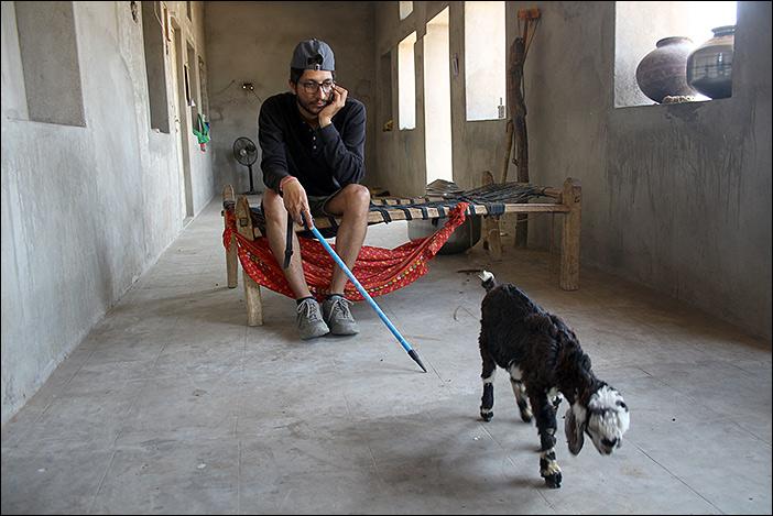 Abhishek mit Ziege
