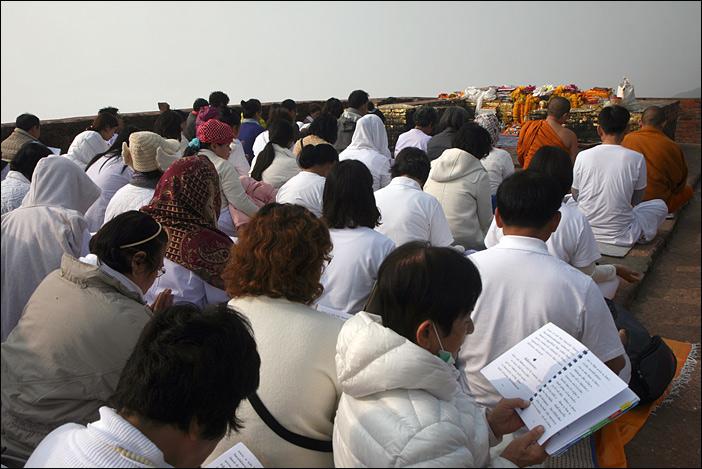 Lerngruppe auf dem Geierberg in Rajgir