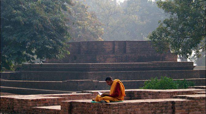 Lesender Mönch in Shravasti